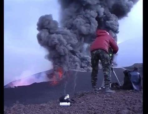 VOLCÁN ETNA, ERUPCIÓN NOVIEMBRE 2002....   Vulcanología Esia