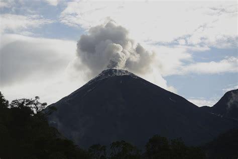Volcán La Cumbre continúa proceso eruptivo