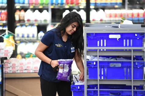 Wal Mart tests delivery service