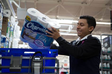 Walmart expands curbside grocery pickup to 26 stores in ...