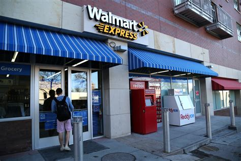 Walmart Goes To College: Retail Giant Tests Small Store ...