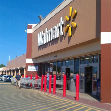 Walmart   Plaza Isabela