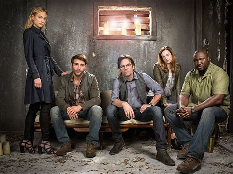 Watch Zoo episode 3 live online: Jackson tries to find his ...