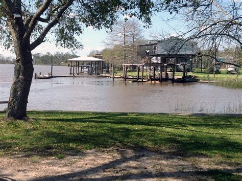 Water ebbing in north Louisiana, rising at Mississippi ...