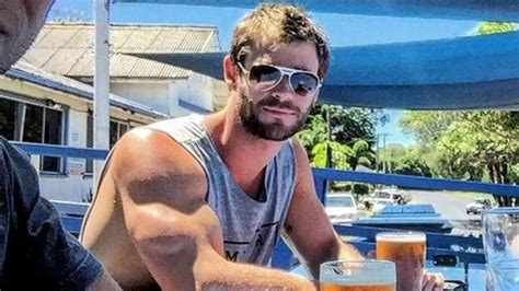 We Need to Talk About Chris Hemsworth s Arms in This ...