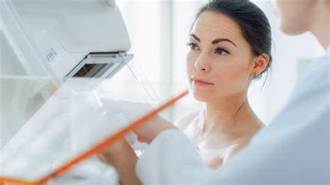 What Are the Initial Symptoms of Breast Cancer?   PURE ...