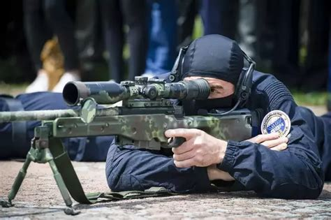 What kind of weapons and equipment does GIGN use? What are ...