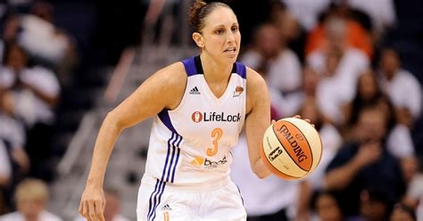 Who is the greatest women s basketball player ever?