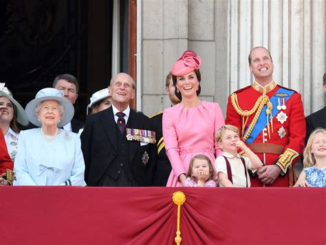 Why Queen Elizabeth and the Royal Family Have No Last Name ...
