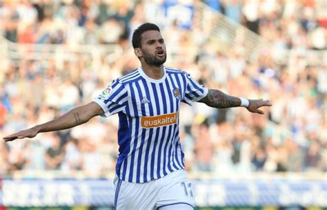 Why Wolves should go all out to sign Willian Jose this summer?
