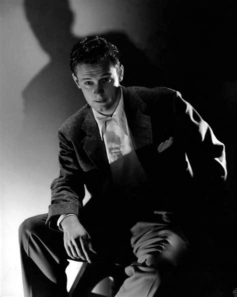 "William Holden en ""Invisible Stripes"", 1939 | Ideas ..."