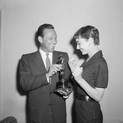William Holden handing over to Audrey Hepburn her Oscar ...