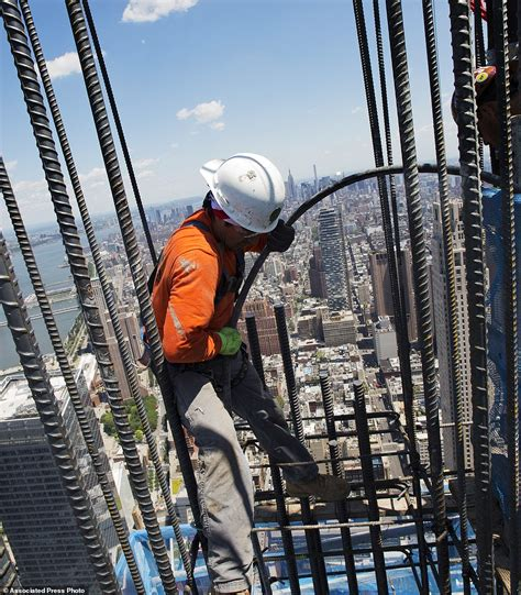 World Trade Center skyscrapers: 3 up, 1 to go | Daily Mail ...