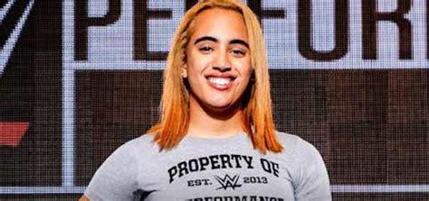[WWE] ザ・ロックの娘シモーネ・ジョンソンがWWEと契約 – 青空プロレスNEWS:WWE