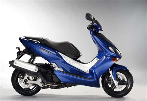 YAMAHA Maxter 125cc. Technical data. Power. Torque. Fuel ...