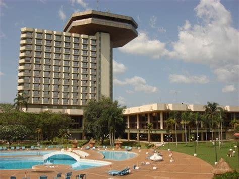Yamusukro, particular capital de Costa de Marfil   Ser Turista