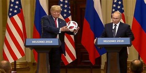 YouTube viral: Vladimir Putin le regala pelota del Mundial ...