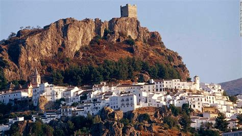 Zahara de la Sierra and coronavirus: The town that cut ...