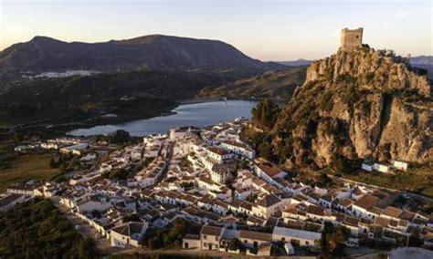 Zahara de la Sierra , el municipio español que ha plantado ...