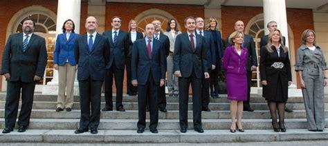 Zapatero posa con su nuevo Gabinete | España | Cadena SER