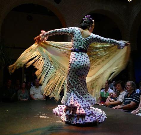 Zapatos y traje; música y baile: flamenco | El Comprador ...